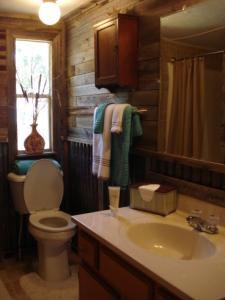 Lake House Autumn Point Acres, Lake Tawakoni Rental, Bathroom, on Lake Tawakoni in Texas - Lakehouse Vacation Rental - Lake Home for rent on LakeHouseVacations.com