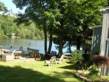 Lake House Waterfront Lakefront Cottage-close To Elk Mountain, Waterfront yard, on Page Lake in Pennsylvania - Lakehouse Vacation Rental - Lake Home for rent on LakeHouseVacations.com