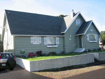 Lake House Ocean Rose is a charming 4 bedroom house sleeping 10 in Lincoln City, Oregon!, , on Devils Lake in Oregon - Lakehouse Vacation Rental - Lake Home for rent on LakeHouseVacations.com