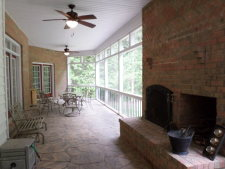 Lake House Griswald Manor, , on Kerr Lake / Buggs Island in Virginia - Lakehouse Vacation Rental - Lake Home for rent on LakeHouseVacations.com