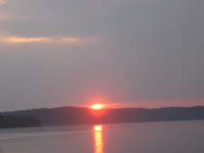 Lake House Pickwick Lake Rental Sunset Beach, Easy Water Access, Sunset at Sunset Beach, on Pickwick Lake in Alabama - Lakehouse Vacation Rental - Lake Home for rent on LakeHouseVacations.com