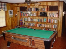 Lake House  Quiet 1.8 Acre 4br 2ba Watrfront Vacation Home, Pool Table, Library and Stereo System in Large Family Room, on Lake Marion in South Carolina - Lakehouse Vacation Rental - Lake Home for rent on LakeHouseVacations.com