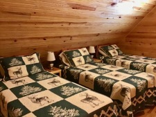 Lake House Southern Cedar Log Cabin New 2015, upstairs bedroom twins, on Lake Barkley in Kentucky - Lakehouse Vacation Rental - Lake Home for rent on LakeHouseVacations.com